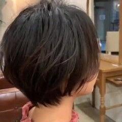 ショートボブ ショートヘア ナチュラル くせ毛 ヘアスタイルや髪型の写真・画像