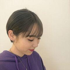 ショート ショートボブ カーキアッシュ ナチュラル ヘアスタイルや髪型の写真・画像