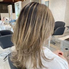 バレイヤージュ レイヤーカット エレガント ミディアムレイヤー ヘアスタイルや髪型の写真・画像