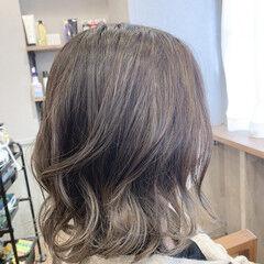 大人ハイライト ハイライト 髪質改善トリートメント ナチュラル ヘアスタイルや髪型の写真・画像