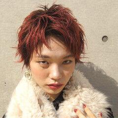 ショート ストリート レッド ビビッドカラー ヘアスタイルや髪型の写真・画像