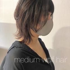 マッシュウルフ ウルフカット ミディアム モード ヘアスタイルや髪型の写真・画像
