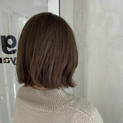 切りっぱなしボブ シアーベージュ ボブ オリーブグレージュ ヘアスタイルや髪型の写真・画像
