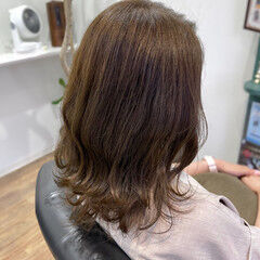 コンサバ ミディアムレイヤー マットグレージュ 大人ミディアム ヘアスタイルや髪型の写真・画像