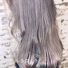 ホワイトグレージュ ストリート セミロング ホワイトアッシュ ヘアスタイルや髪型の写真・画像