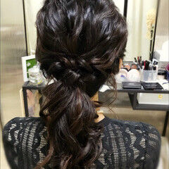 お呼ばれ ローポニー 結婚式 セミロング ヘアスタイルや髪型の写真・画像
