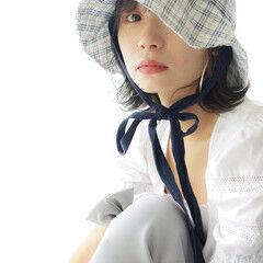 ミニボブ 帽子アレンジ ナチュラル ゆる巻き ヘアスタイルや髪型の写真・画像