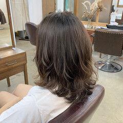 デジタルパーマ グレーアッシュ アッシュ ナチュラル ヘアスタイルや髪型の写真・画像