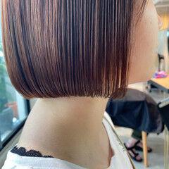 大人かわいい レイヤースタイル オフィス ナチュラルベージュ ヘアスタイルや髪型の写真・画像