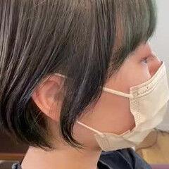 イヤリングカラー ショート ショートヘア ナチュラル ヘアスタイルや髪型の写真・画像