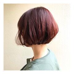 ショート ガーリー ショートボブ 赤髪 ヘアスタイルや髪型の写真・画像
