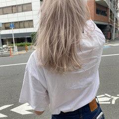 ストリート ホワイトアッシュ セミロング アッシュベージュ ヘアスタイルや髪型の写真・画像