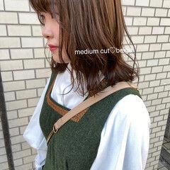 ベージュ フェザーバング ナチュラル ロブ ヘアスタイルや髪型の写真・画像