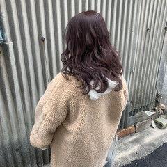 セミロング ベリーピンク ピンクアッシュ コリアンピンク ヘアスタイルや髪型の写真・画像