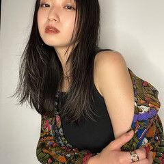 ウルフカット 大人かわいい フェザーバング モード ヘアスタイルや髪型の写真・画像