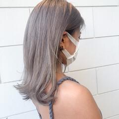 セミロング ベージュ ストリート ミルクティーグレージュ ヘアスタイルや髪型の写真・画像