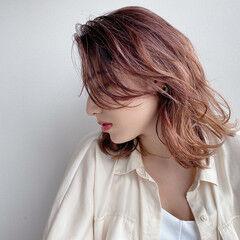 オールバック レイヤースタイル ミディアム シースルーバング ヘアスタイルや髪型の写真・画像