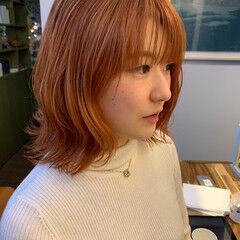 コーラルピンク ナチュラル オレンジ オレンジカラー ヘアスタイルや髪型の写真・画像