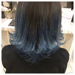モード ブルー ビビッドカラー 外ハネ ヘアスタイルや髪型の写真・画像