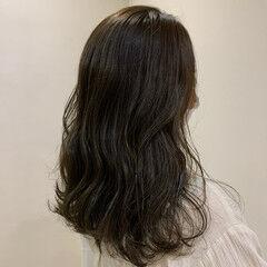 ウェーブヘア ウェーブ セミロング エレガント ヘアスタイルや髪型の写真・画像