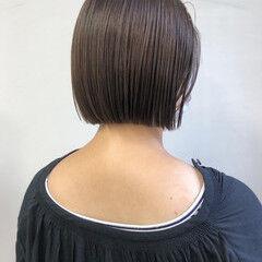 ボブ 切りっぱなしボブ ナチュラルベージュ 透明感カラー ヘアスタイルや髪型の写真・画像