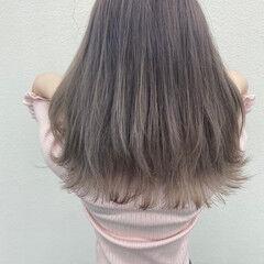 ミルクティー セミロング 鎖骨ミディアム ミルクティーベージュ ヘアスタイルや髪型の写真・画像
