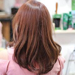 ナチュラル セミロング イルミナカラー コーラル ヘアスタイルや髪型の写真・画像