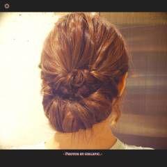 ルーズ ギブソンタック くるりんぱ ヘアアレンジ ヘアスタイルや髪型の写真・画像