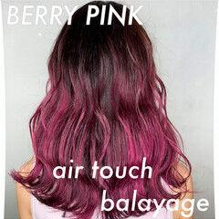 グラデーションカラー セミロング ベリーピンク ガーリー ヘアスタイルや髪型の写真・画像