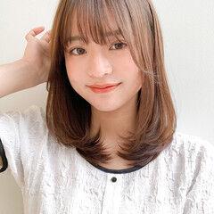 インナーカラー 小顔ヘア 鎖骨ミディアム レイヤーカット ヘアスタイルや髪型の写真・画像