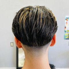 フェードカット メッシュ ストリート ミディアム ヘアスタイルや髪型の写真・画像