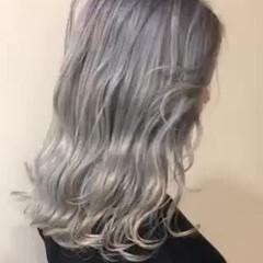シルバーグレージュ アッシュグレージュ フェミニン セミロング ヘアスタイルや髪型の写真・画像