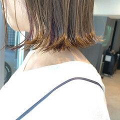 インナーカラーバイオレット ボブ イヤリングカラー 切りっぱなしボブ ヘアスタイルや髪型の写真・画像