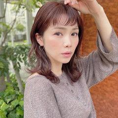 ピンクベージュ ミディアム ピンクアッシュ レイヤーカット ヘアスタイルや髪型の写真・画像