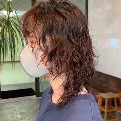 ストリート ウルフパーマ ミディアム スパイラルパーマ ヘアスタイルや髪型の写真・画像