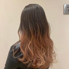 ガーリー ウェーブ グラデーションカラー セミロング ヘアスタイルや髪型の写真・画像