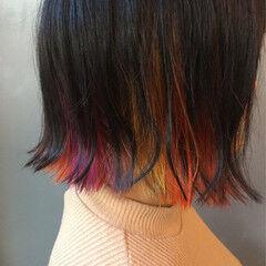 アッシュグレー インナーカラー 切りっぱなし ストリート ヘアスタイルや髪型の写真・画像