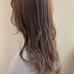 グレージュ ミルクティーベージュ ロング ヌーディベージュ ヘアスタイルや髪型の写真・画像
