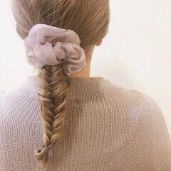 ブリーチカラー フィッシュボーン ベージュ ナチュラル ヘアスタイルや髪型の写真・画像