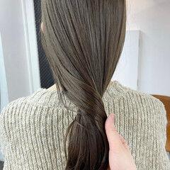 ロング イルミナカラー オリーブグレージュ カーキアッシュ ヘアスタイルや髪型の写真・画像