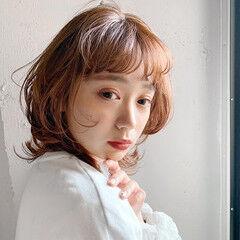 レイヤースタイル ミディアム フェミニン 大人かわいい ヘアスタイルや髪型の写真・画像