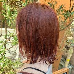赤髪 ミディアムレイヤー ナチュラル ミディアム ヘアスタイルや髪型の写真・画像