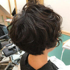 ニュアンスパーマ エアリー ムース ショート ヘアスタイルや髪型の写真・画像