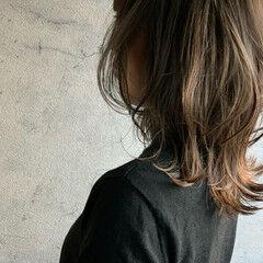 アッシュグレージュ ウルフカット ミディアム ニュアンスウルフ ヘアスタイルや髪型の写真・画像