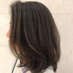 ミディアム オフィス ハイライト 極細ハイライト ヘアスタイルや髪型の写真・画像
