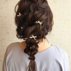 ヘアアレンジ ナチュラル ラフ 編みおろし ヘアスタイルや髪型の写真・画像