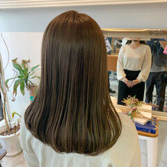 ロング 透明感カラー ナチュラル ベージュ ヘアスタイルや髪型の写真・画像