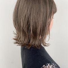 グレージュ インナーカラー 外ハネボブ アッシュグレージュ ヘアスタイルや髪型の写真・画像