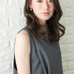 セミロング 色気 艶髪 フェミニン ヘアスタイルや髪型の写真・画像
