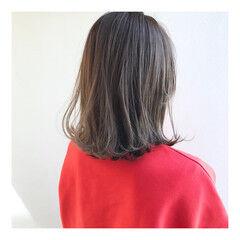 ナチュラル オリーブアッシュ ミディアム 透明感カラー ヘアスタイルや髪型の写真・画像